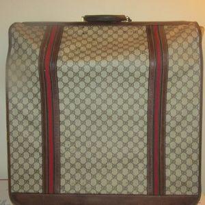 Vintage GUCCI garmet bag